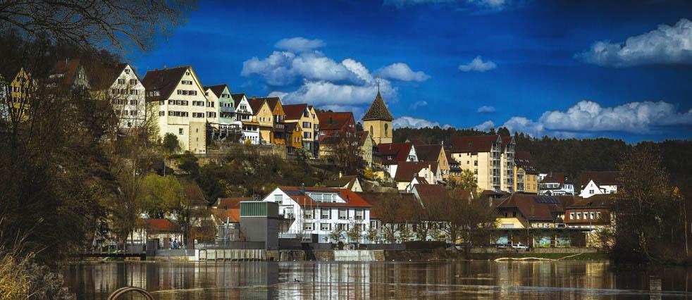 Stadtansicht über den Neckar Richtung Flößerwasen
